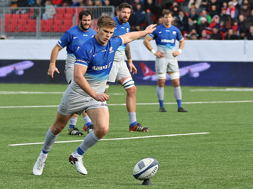 Owen Farrell kicks at goal for Saracens