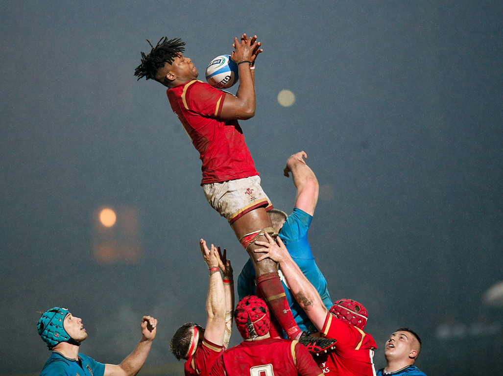 Max Williams claims line out ball against Italy
