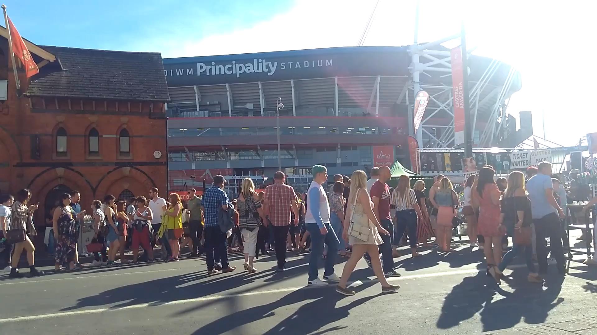 Scene outside the stadium before the final gigi